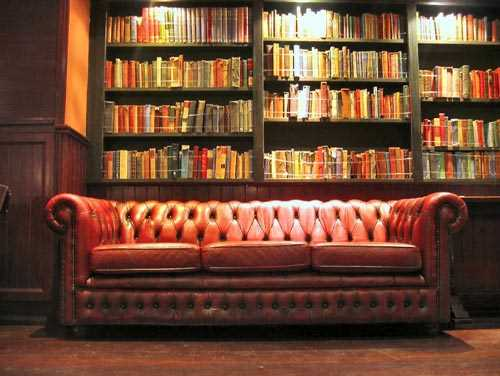 Dekoaufkleber Couch Bücherregal