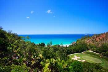 Sticker Déco Plage Tropicale et Terrain de Golf à Seychelles